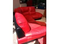 LARGE RED & BLACK LEATHER CORNER SOFA WITH FREE DELIVERY.