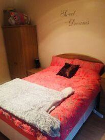 1 Double Room available in a 3 bedroom flat, £350 per month including all the bills