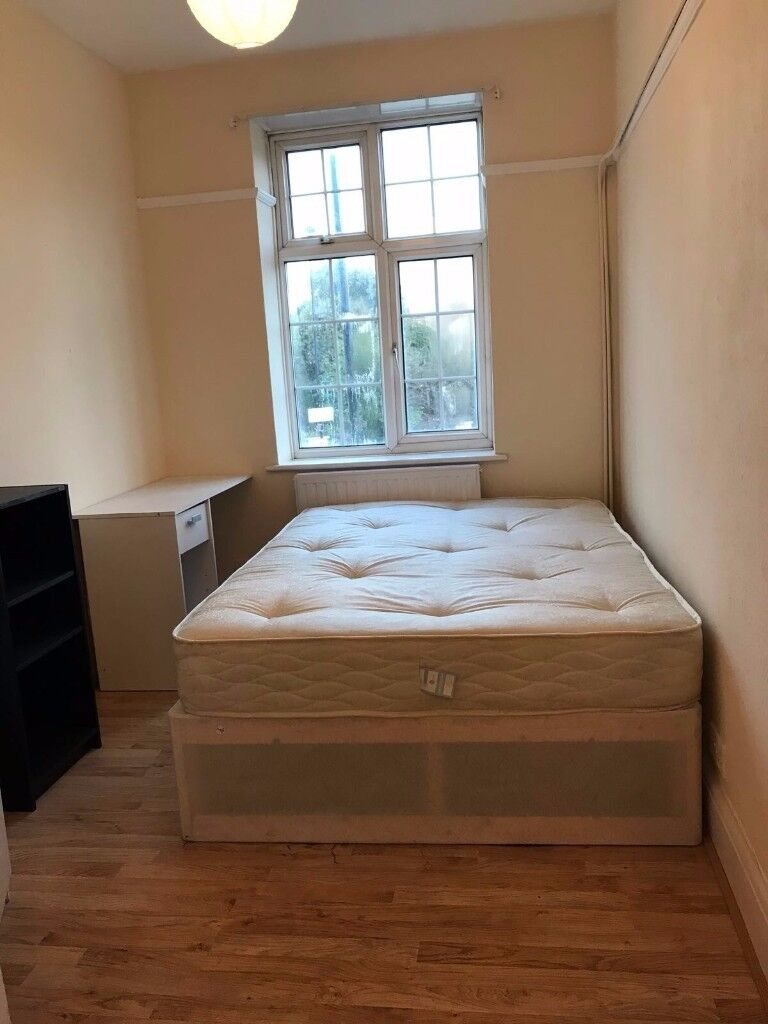 DOUBLE ROOM IN OVAL!!! GRAB THE DISCOUNT