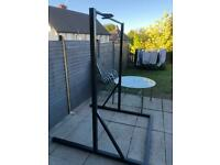 Free standing pull up station