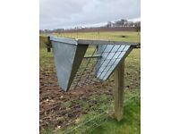 Heavy duty metal hay rack