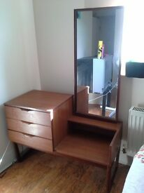 Wooden dresser with 3 drawers