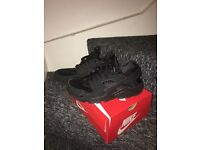 Nike Huaraches Black