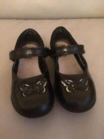 Used clarks girls shoes size 9H