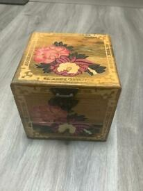 Jewellery box with mirror, ideal for wedding rings etc…