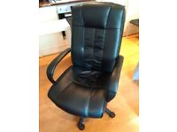Desk / Office Chair very good condition (Last price ! Very good value)