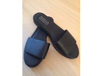 TOPSHOP Black Leather Casual Shoes Sandal Slip on UK 7 EU 40 Excellent Condiiton