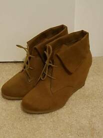 Tan suede size 5 wedged ankle boots