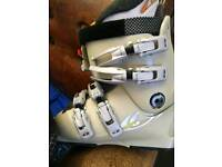 Size 4 womens soloman ski boots