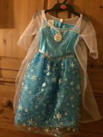 Disney Princess Frozen Deluxe Musical Elsa Dress (5 Years)