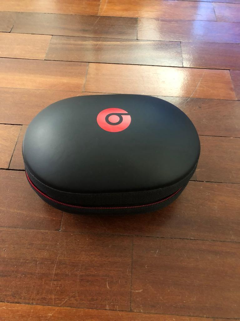 Dre beats studio wireless 2 headphones with hard shell case