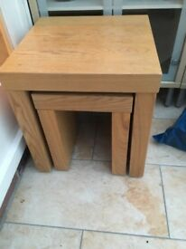 Nest of two oak tables