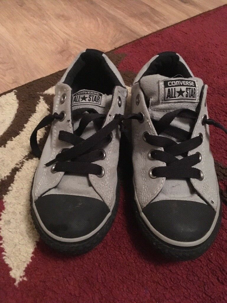 Junior trainers size 2.5 converse