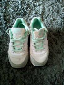 Girls Nike air max size 13