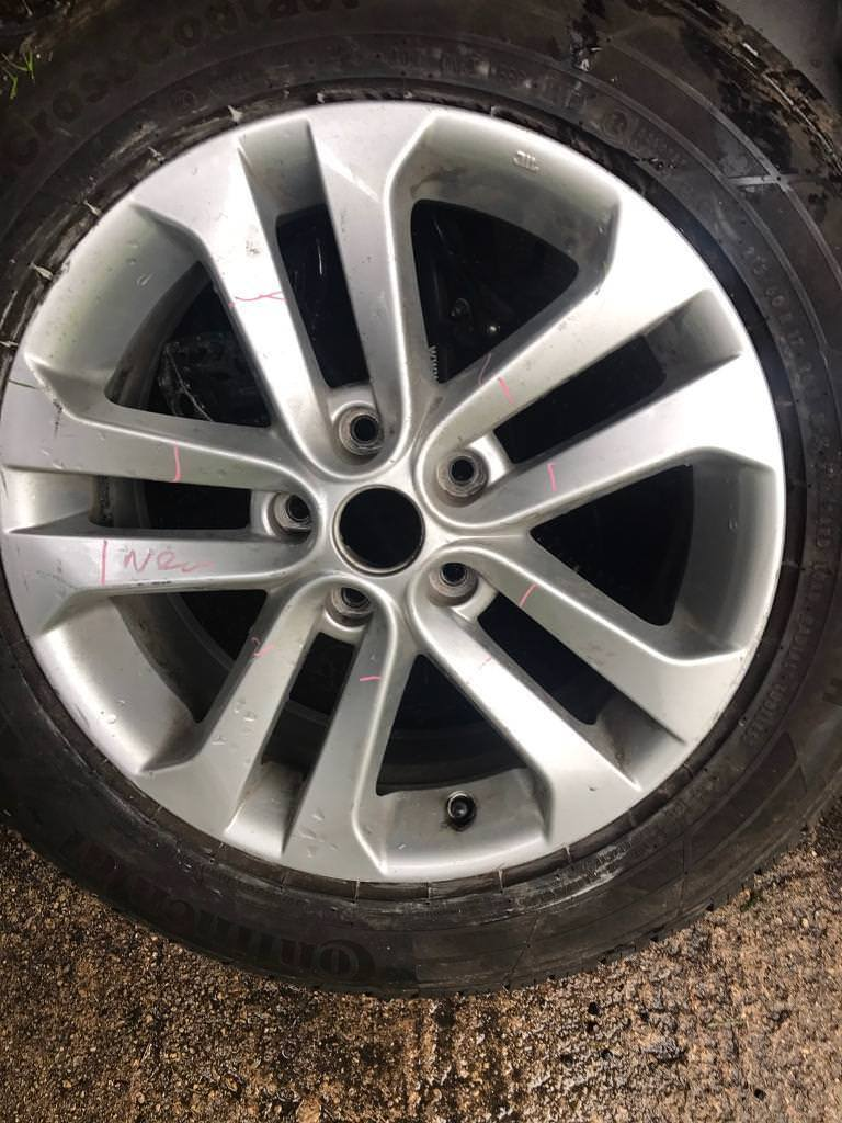 Nissan Alloy and tyre