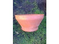TERRACOTTA GARDEN POT CURVED SHAPE