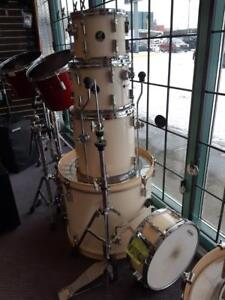 Batterie / Drums Sonor Force 1007 5 morceaux  incluant cymbales et hardware usagée-used