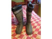 HEAVY DUTY FISHING BOOTS SIZE EIGHT