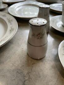 Noritace Melissa Fine Porcelain 88 Piece Set
