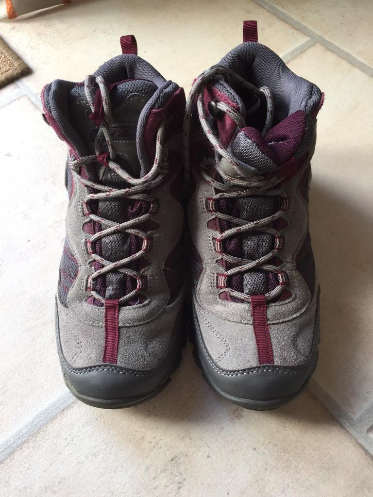 Walking Bootsin Inverness, HighlandGumtree - Walking Boots size 5 excellent condition, only worn a couple of times as I prefer walking shoes. Collection only. Text 07746 340110