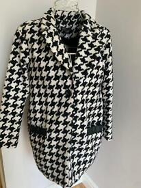 Dogtooth vintage style coat.