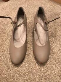 Capezio Footlight Theatre Craft Dance Shoes size 7 1/2M