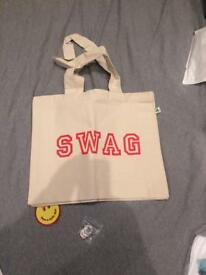 Kylie Tote bag and T shirt