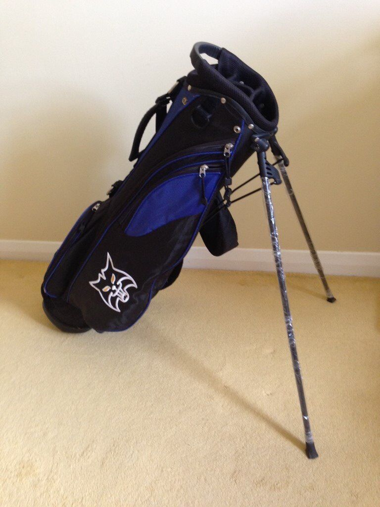 LYNX LIGHTWEIGHT CARRY BAGin Bicester, OxfordshireGumtree - LYNX lightweight carry bag with cross over shoulder straps and stand. Hardly used looks like new still has some manufacturers packaging on it. It is complete with clip on cover for clubs in bad weather. Very useful during trolley and buggy bans