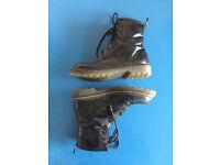 Doc Martens Style shiny Boots / black / Size 5 (eur 38)
