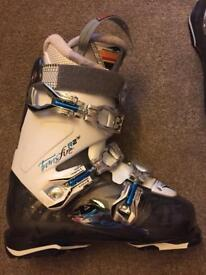 Ladies Nordica Transfire R2 ski boots & bag