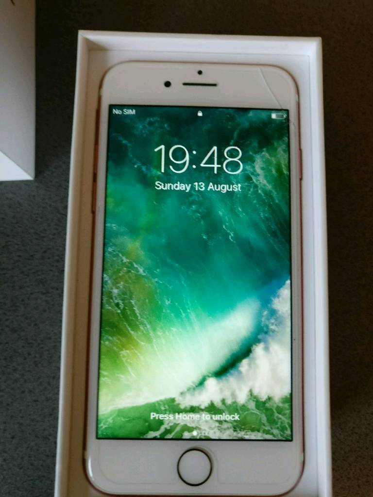 iPhone 7 128GB Rose goldin Craigavon, County ArmaghGumtree - iPhone 7 128GB in Rose gold.Screen has a wee nick and crack on the top right side. Its minor and doesnt affect the phone in anyway. Rest of screen is scratch free (has a screen protector on) and the back is also scratch free (has a clear cover on)....
