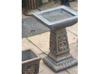 Grand square solid bird bath bronze affect
