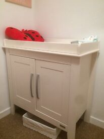 Mamas and papas wardrobe and changing unit for sale, in great condition