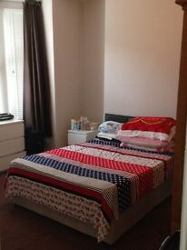 Double Bedroom Available NOW- 10 Mins Walk To Town Centre