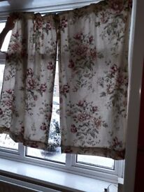 Set of Curtains with flowers
