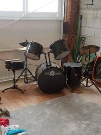 5 piece drum set. Bass drum 22.5 inch. Excellent condition