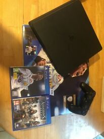 PS4 very good condition+ 2 games