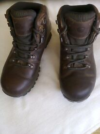 Ladies size 5.1/2 Leather Brasher Walking Boots with Gortex