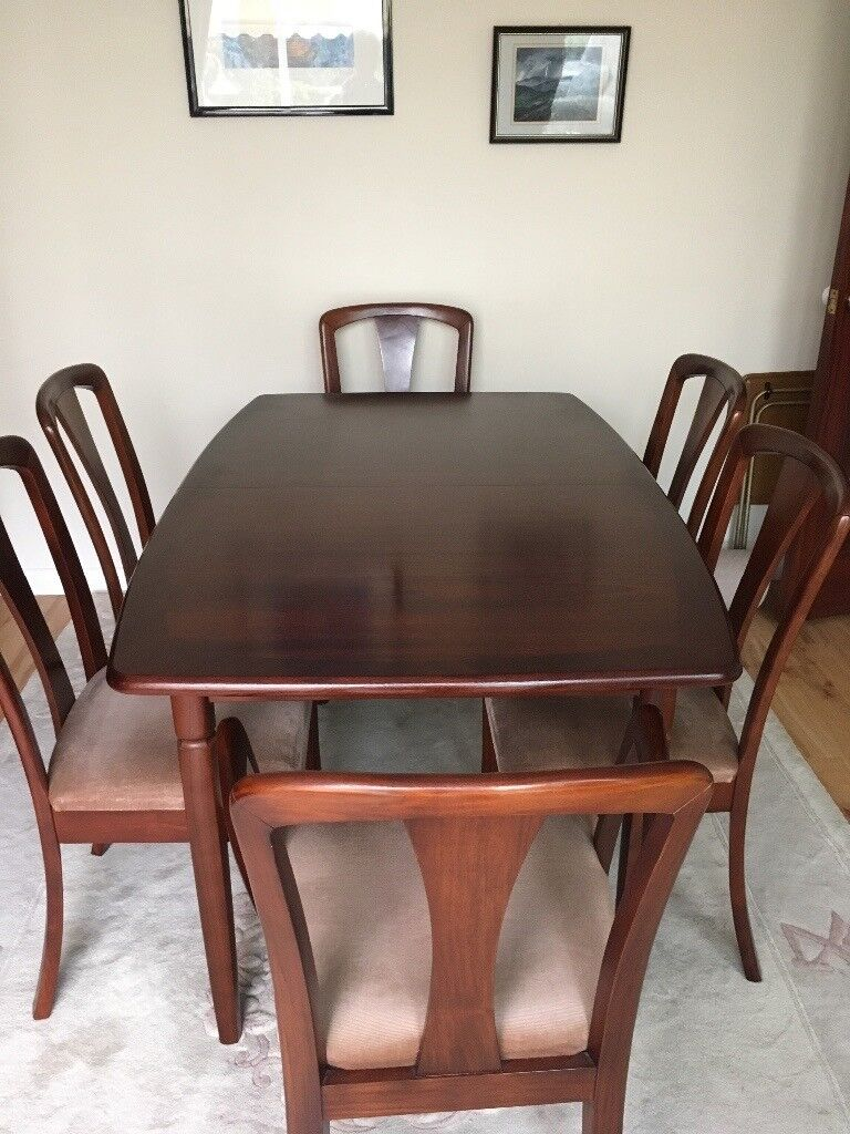 Modern Mahogany Extending Dining Room Table With Six Matching Chairs In Very Good Condition Halifax