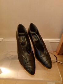 Various ladies shoes size 6