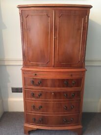 Cabinet lovely condition no damage including keys
