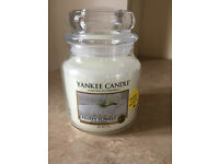 """New & Unused. Medium size Yankee candle. 411g. Scent is """"Fluffy Towels"""""""