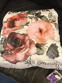 Job lot of 5 x floral design cushions
