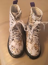 Dr martins boots style floral