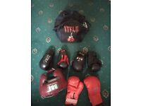 Full set professional boxing gloves, helmet and black bags
