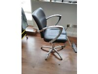 Salon chair good condition