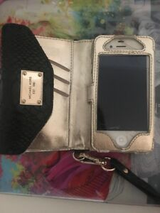 Iphone 4 with Michael kors case