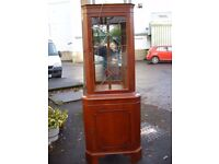 corner display unit, cupboard, cabinet, cherry veneered, fronted with 2 glass shelves and mirrors