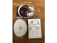 Beats solo2 wireless headphones special edition gold.