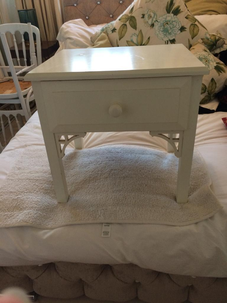 Bedside / table cute